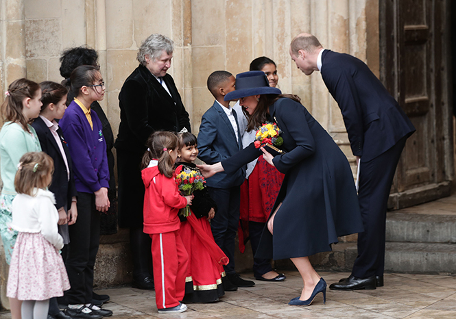 Фото №14 - Меган Маркл на своей первой официальной службе с Елизаветой II