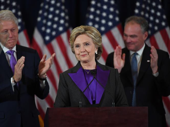 Фото №17 - Брючные костюмы и яркие цвета: модные победы Хиллари Клинтон