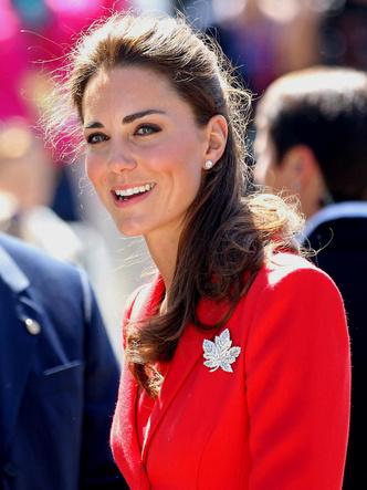 Фото №3 - Особое отношение: какой чести Королева удостоила Камиллу и Кейт (но не Меган)