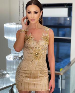 Фото №2 - Golden girl: выбираем золотое платье на выпускной как у Оли Бузовой