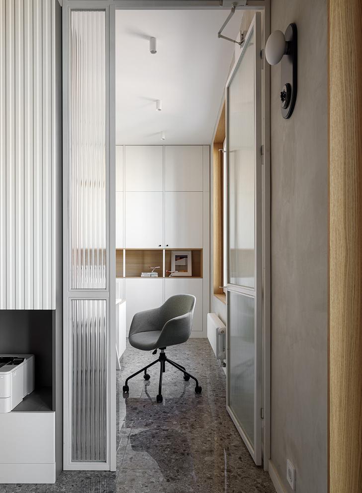Фото №10 - Жемчужно-серый офис в историческом здании Петербурга