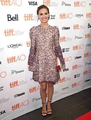 Фото №2 - Образ дня: Натали Портман в Dior на кинофестивале в Торонто