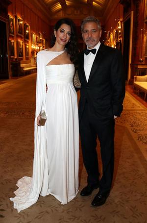 Фото №5 - Как Джордж и Амаль Клуни становятся близкими друзьями Виндзоров