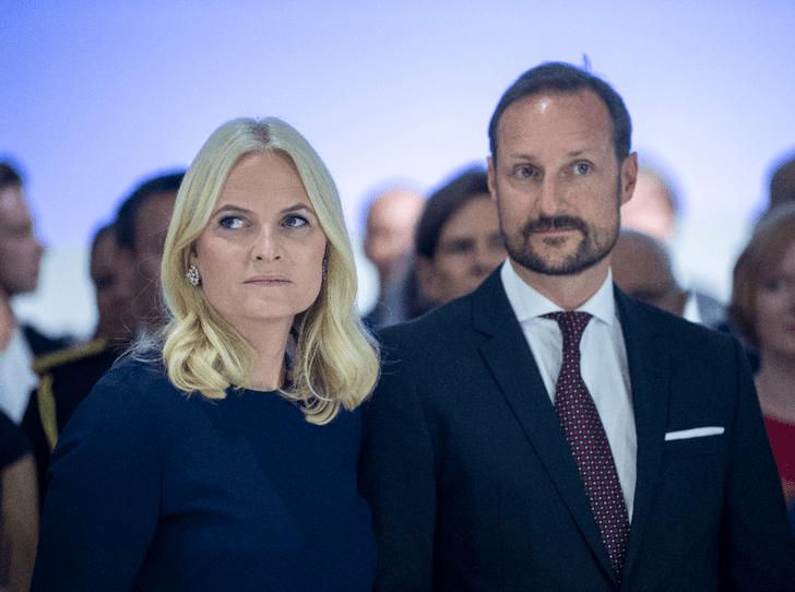 Фото №2 - Не только принц Эндрю: как кронпринцесса Метте-Марит оказалась замешана в скандале с Джеффри Эпштейном