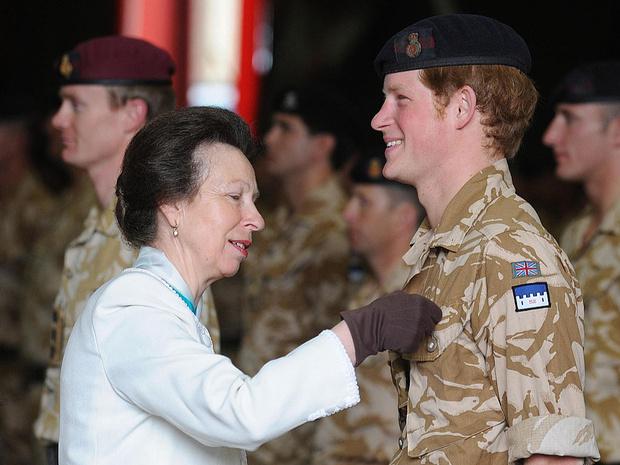 Фото №3 - Королевская обида: почему принцесса Анна отказалась приходить на крестины Гарри