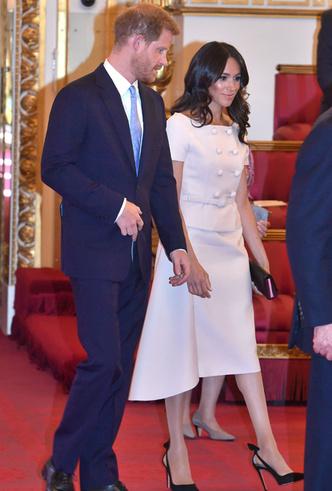 Фото №2 - Как костюм Prada подтвердил модную репутацию герцогини Меган