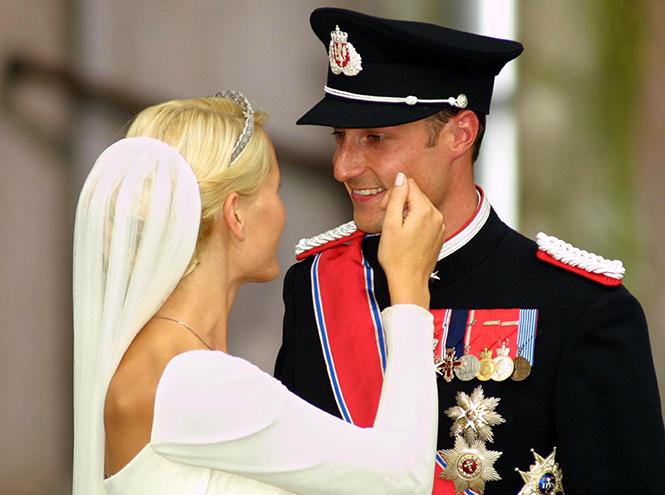 Фото №71 - Самые трогательные моменты королевских свадеб (о Гарри и Меган мы тоже не забыли)