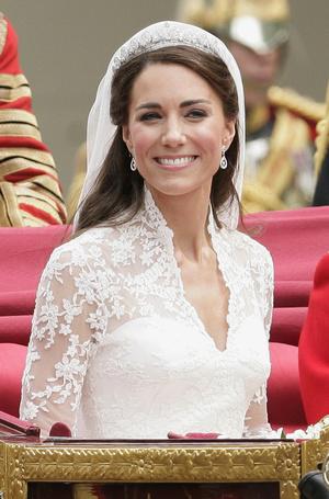 Фото №2 - Диадемы для герцогини: все знаковые выходы Кейт в тиарах