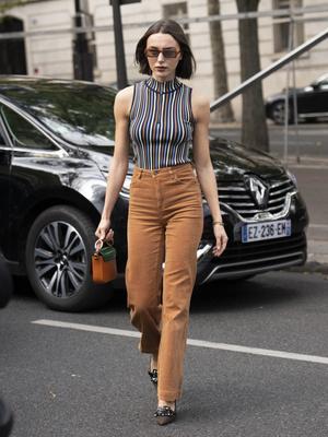 Фото №4 - Вместо классики: 20 пар цветных джинсов, которые заменят синий деним