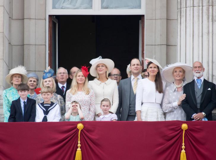 Фото №2 - Не приглашены: кого из Виндзоров не было на свадьбе Гарри и Меган