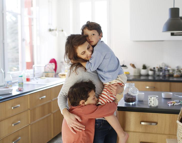 Фото №1 - «Не мужик что ли…»: 5 маминых фраз, которые ломают жизнь сыну