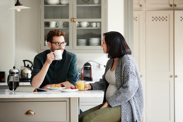 Фото №1 - «Муж не дает мне нормально есть— боится, что растолстею после родов»