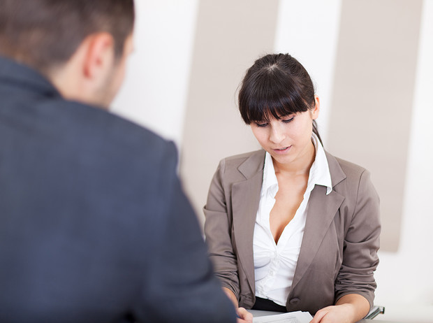 Фото №6 - Как реагировать на неловкие вопросы на собеседовании (и получить желаемую работу)