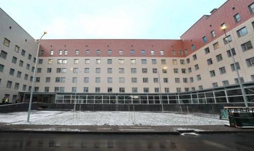 Фото №1 - Корпус-долгострой больницы в Колпино власти пообещали сдать в эксплуатацию в ближайшее время. Он сможет принимать пациентов с COVID-19