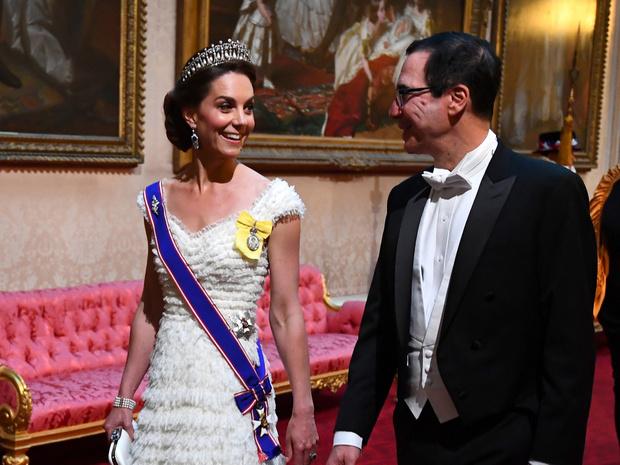 Фото №11 - Диадемы для герцогини: все знаковые выходы Кейт в тиарах
