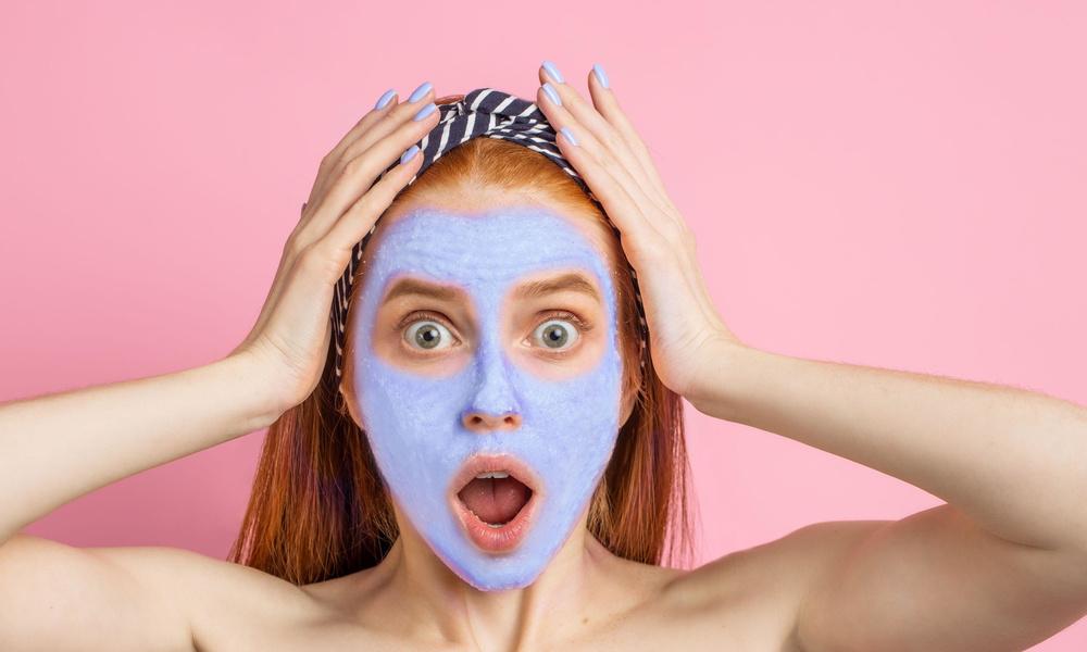 Риск растянуть кожу и пигментные пятна: бьюти-процедуры, которые нужно делать осторожно