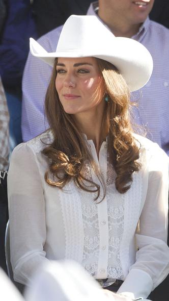 Фото №4 - Как королевские особы носят украшения с бирюзой: самые эффектные выходы