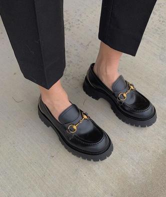 Фото №2 - Сменка в школу: самые модные и удобные лоферы и ботинки для стильных девчонок