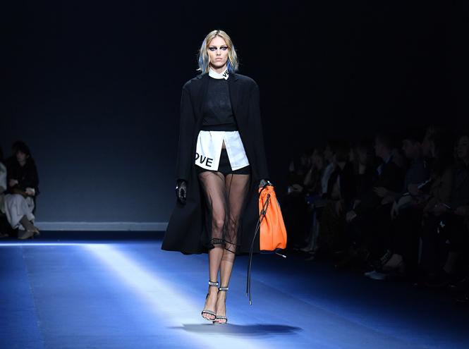 Фото №36 - Fashion director notes: сильный ход Versace