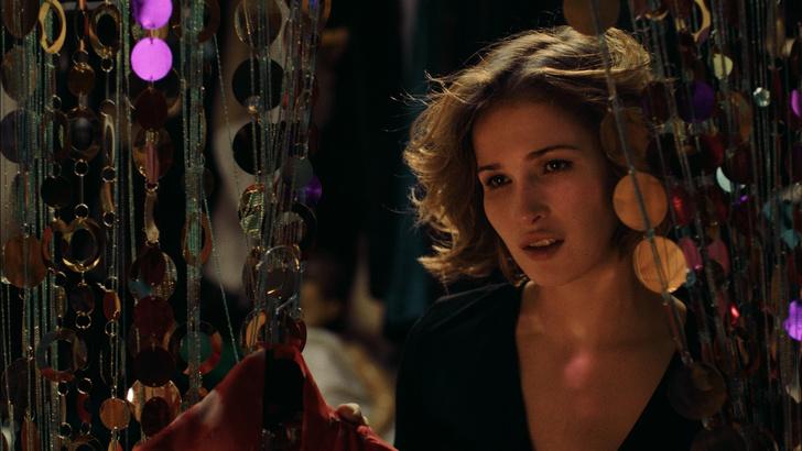 Кадр из фильма «Очень женские истории»