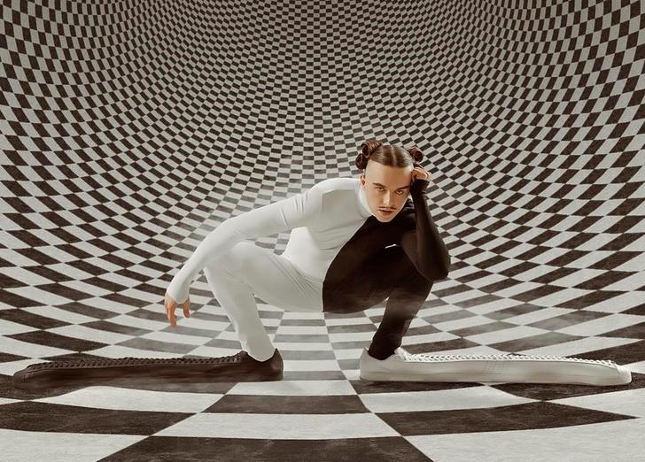 Фото №1 - Adidas сшил для эстонского рэпера Томми Кэша супердлинные кроссовки с метровыми носками