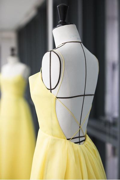 Фото №4 - Эмма Уотсон в платье Белль в Нью-Йорке: это надо видеть!