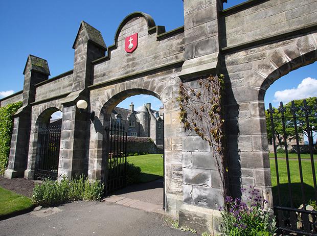 Фото №14 - Где учились принц Уильям, Кейт Миддлтон и Амелия Виндзор: лучшие британские университеты (часть 2)