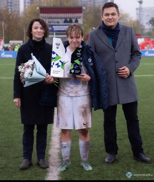 Фото №1 - Не без помощи Собчак: как 11-летняя Арина Акатьева доказала, что у женского футбола в России будущее есть