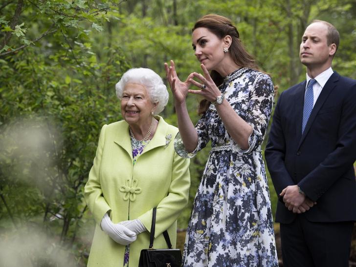 Фото №2 - Почему Елизавета считает, что Кембриджские больше подходят для престола, чем Чарльз