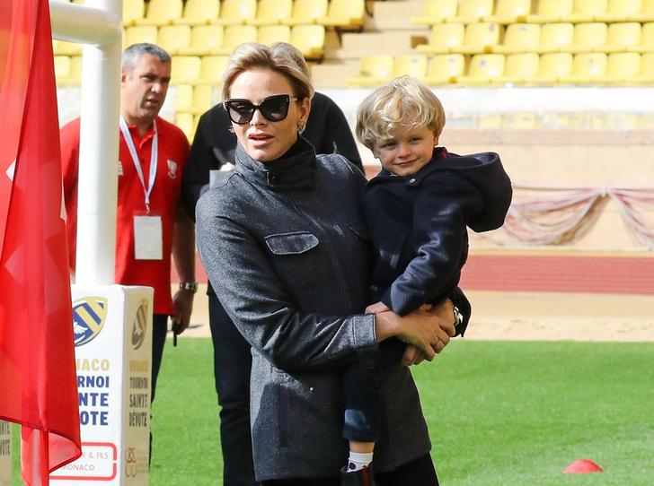 Фото №1 - Как княгиня Шарлен приучает детей к спорту