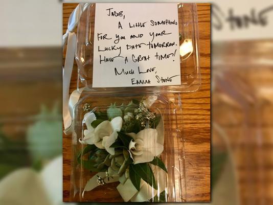 Фото №1 - Эмма Стоун подарила школьнику букетов цветов