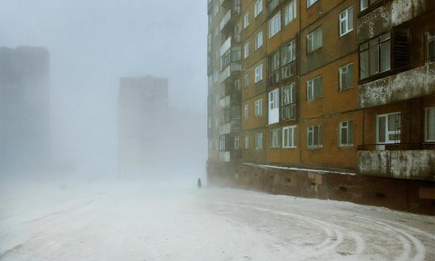 Фото №1 - Дымные улицы Норильска в объективе французского фотографа