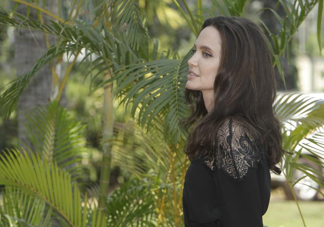 Фото №1 - Анджелина Джоли начинает удивлять