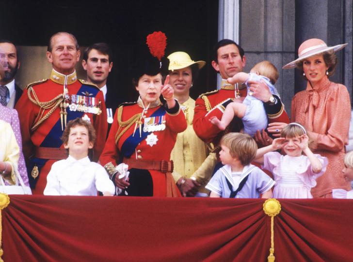 Фото №10 - От Дианы до Кейт Миддлтон: самые яркие «балконные» кадры Trooping The Colour