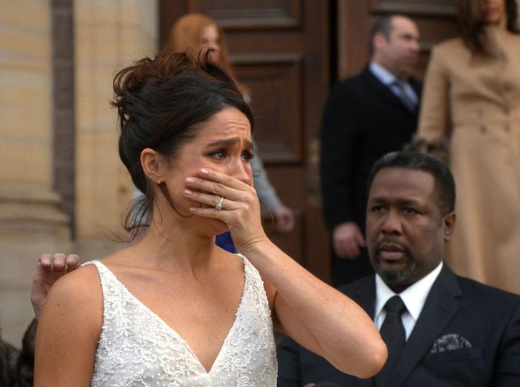 Фото №1 - 5 неприятных сюрпризов, которые могут случиться на свадьбе принца Гарри и Меган Маркл