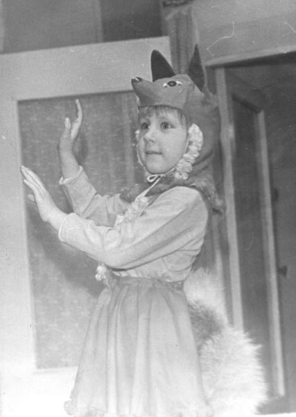 Фото №2 - Новогодние костюмы: в чем ходили на елку в прошлом веке?