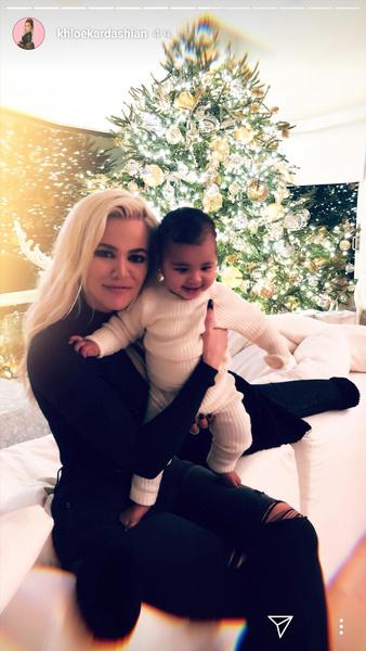 Фото №1 - Милота дня: как Хлои Кардашьян с дочкой Тру готовятся к Рождеству