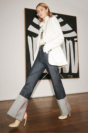 Фото №16 - Какие джинсы будут в моде весной и летом 2021