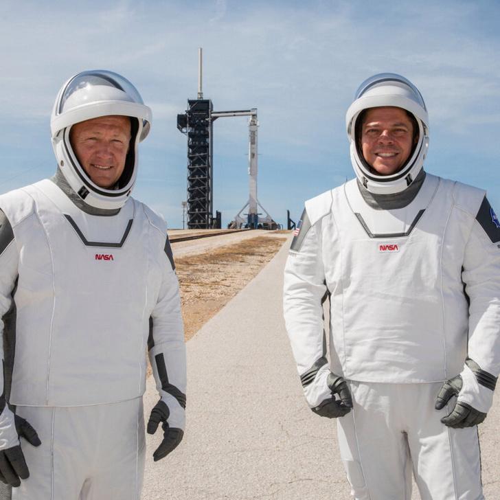 Фото №2 - Астронавты NASA и SpaceX впервые будут использовать для управления кораблем не физические кнопки, а сенсоры (видео)