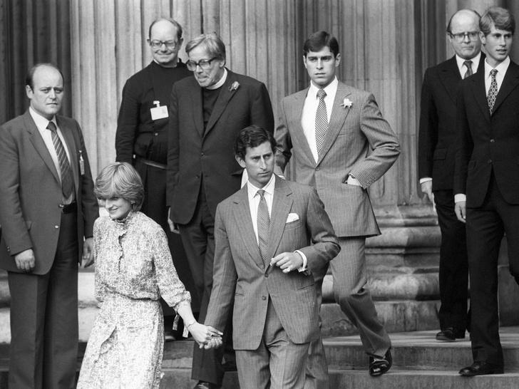 Фото №2 - Самые трогательные фотографии, снятые «за кулисами» королевских свадеб
