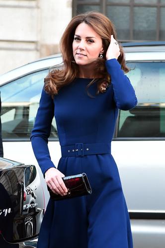 Фото №3 - Не просто платье: что Кейт хотела сказать Королеве своим нарядом