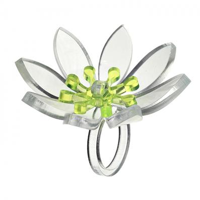 Фото №2 - Вещь дня: кольцо-цветок из прозрачного пластика