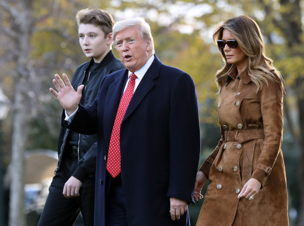 Фото №1 - Мелания Трамп на тропе войны: как первая леди защищает сына от нападок общественности