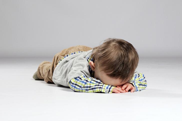 Фото №2 - Симптомы аутизма у малышей: как выглядят «другие» дети