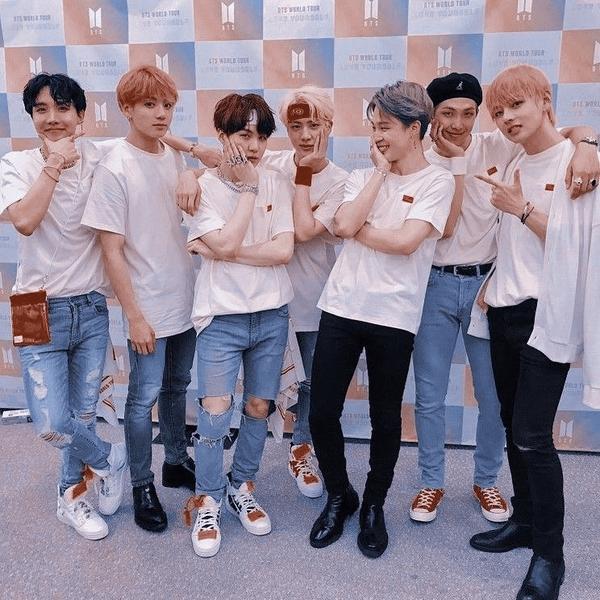 Фото №1 - Как музыка BTS исцеляет мир ✨