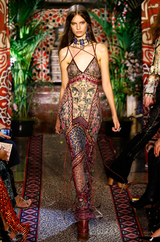 Фото №11 - 10 весенних трендов с Недели моды в Милане