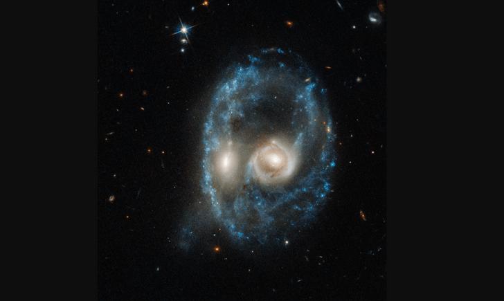 Фото №1 - «Хаббл» заснял «взгляд галактики»