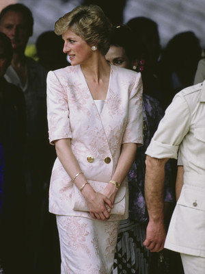 Фото №29 - От персикового до фуксии: как принцесса Диана носила розовый цвет (и почему он ей так шел)