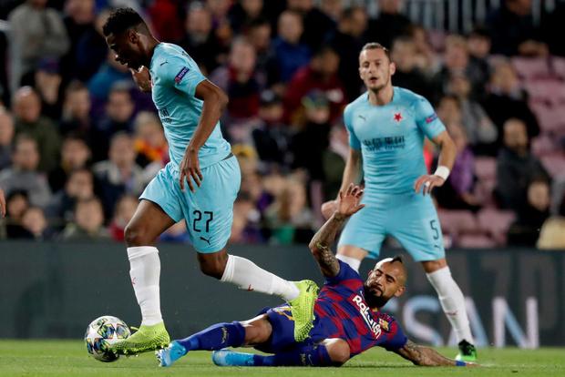 Фото №1 - Фантастический пас полузащитника «Барселоны» назван моментом дня в Лиге чемпионов (видео)