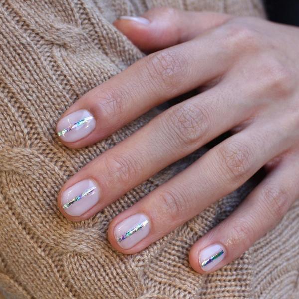 Фото №2 - Маникюр для коротких ногтей: 15 модных идей
